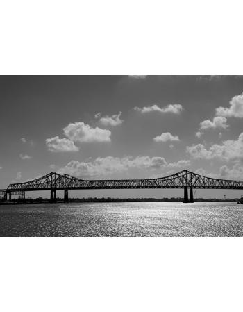Piękny most w czerni i bieli