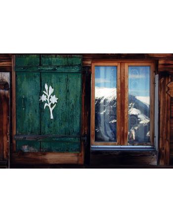 Okno z widokiem na góry