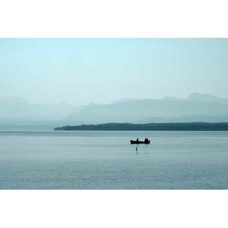Łódka na jeziorze