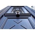Brązowe drzwi