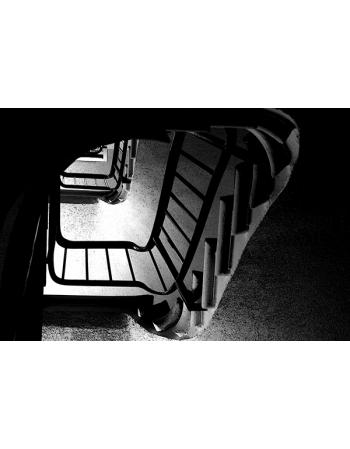 Czarno białe schody