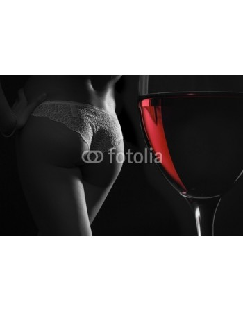 Kobieta przy winie