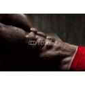 Męski umięśniony brzuch